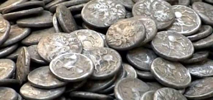 Monede de argint din secolul XVII, descoperite la Andrid