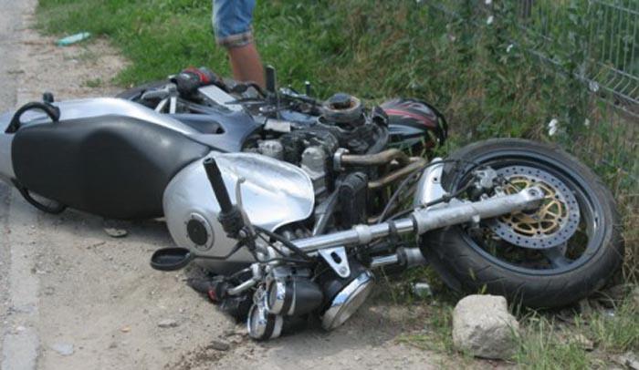 Motociclist rănit grav într-un accident