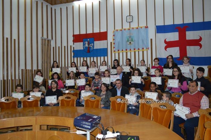 """Coriștii Liceului de Artă """"Aurel Popp"""", premiați de Dorel Coica (Foto&Video)"""