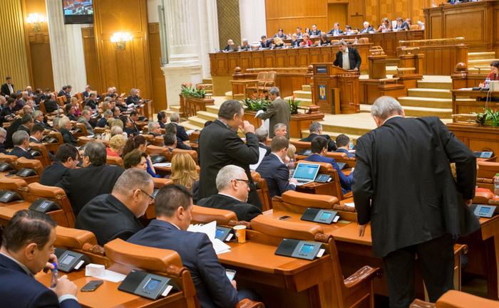 Legea pensiilor speciale pentru aleşii locali, respinsă de deputați