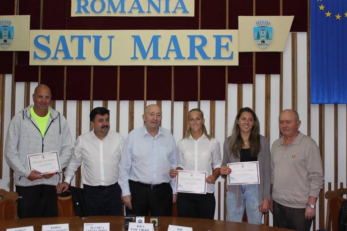 Jucătoarele de beach-volley, premiate de primarul Dorel Coica