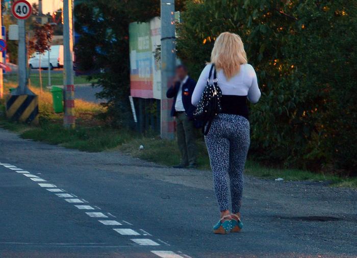 Bărbat lăsat fără bani de o prostituată din Carei