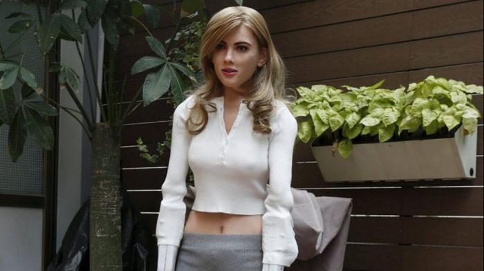 Femeie-robot, modelat după chipul actriţei Scarlett Johansson (Foto&Video)