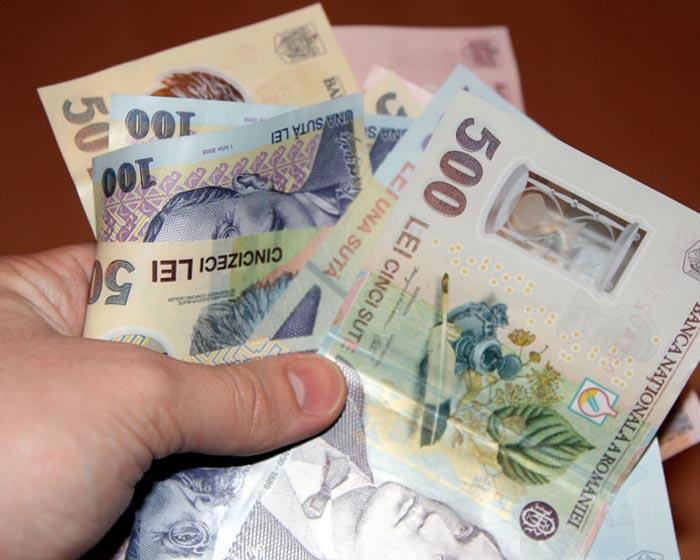 Salariul minim brut crește la 1.250 lei de la 1 mai