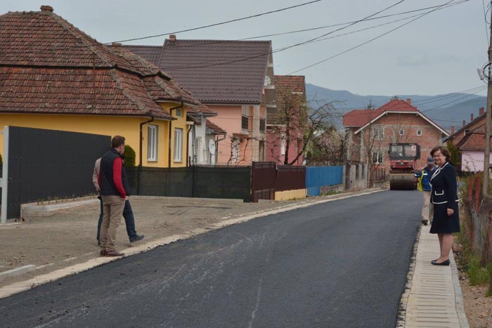 Negrești-Oaș: A început asfaltarea străzilor Crizantemelor și 1 Iunie
