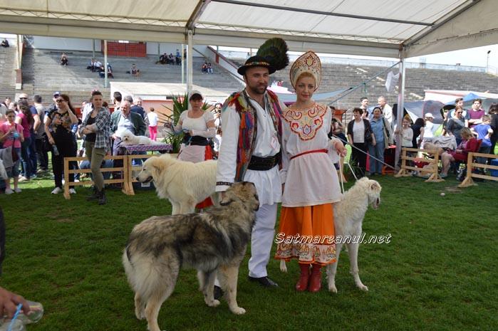 Parada costumelor populare la show-ul canin de la Satu Mare (Galerie foto&video)