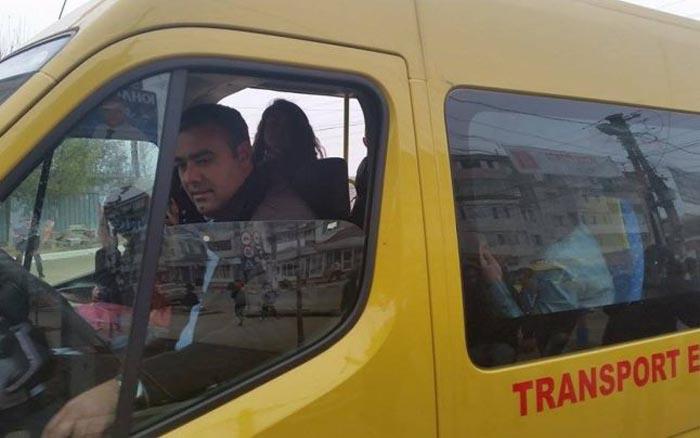 Microbuzele şcolare, scutite de plata taxelor aferente documentelor de transport