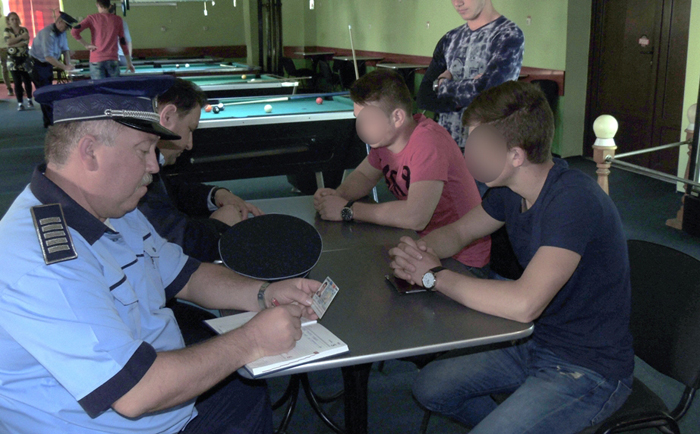 "Elevii chiulangii ""urecheați"" de polițiști (Foto)"