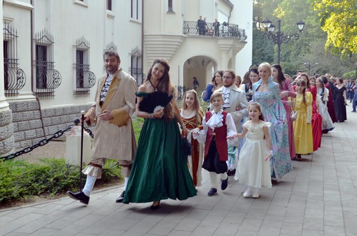 "Cavaleri, doamne și domnițe, în ""Noaptea Muzeelor"", la Castelul Karolyi (Galerie foto)"