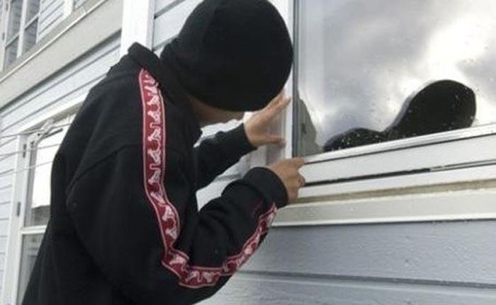 Copil de 15 ani, cercetat pentru furt