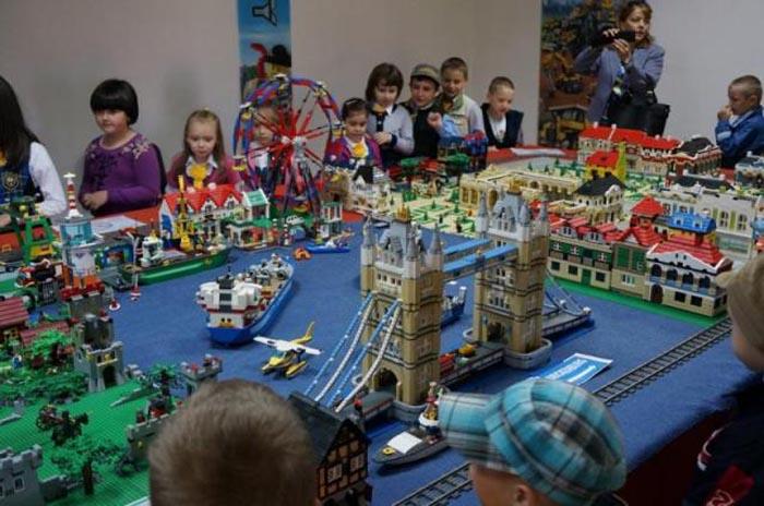 Vezi cea mai mare expoziție de lego din România (foto&video)