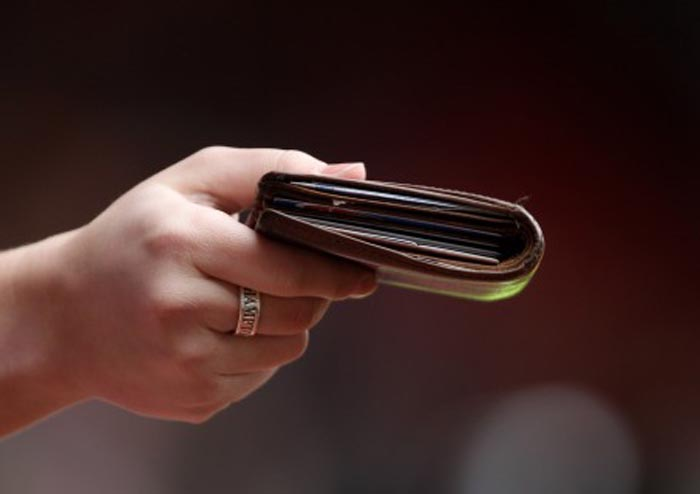 A găsit un portmoneu cu bani și l-a predat polițiștilor
