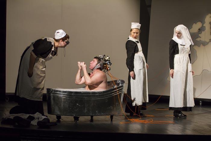 Spectacolul Svejk, în noua Sală mare a Teatrului de Nord