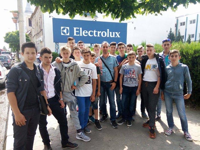 Elevi în vizită la Electrolux