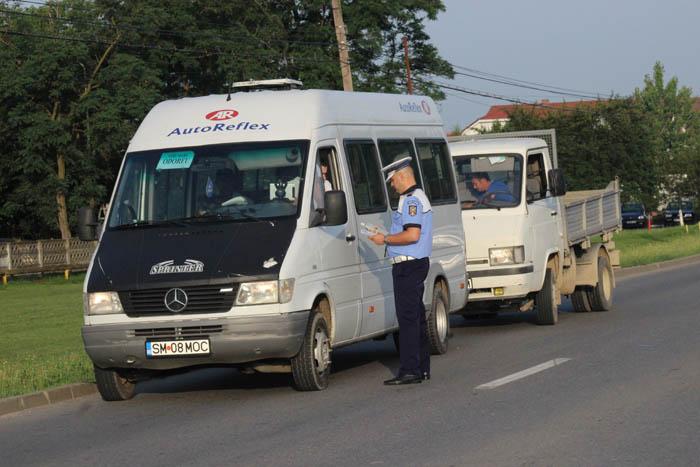 Transportatorii de persoane, verificați de polițiști