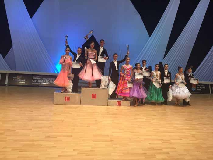 """Trei medalii pentru """"Royal Dance Club"""" la Concursul Național de la Dej"""