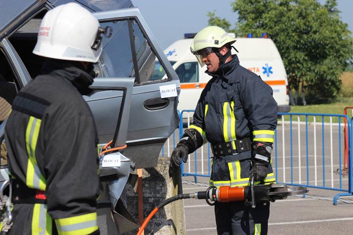 Pompierii bihoreni, campioni la descarcerare