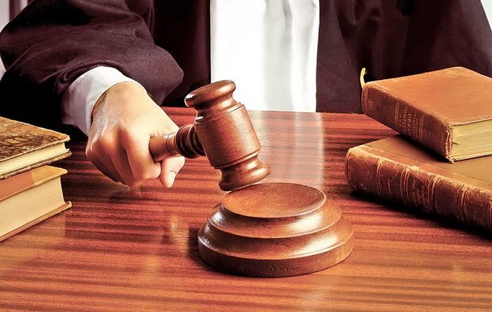 Doi polițiști și un om de afaceri, trimiși în judecată de DNA