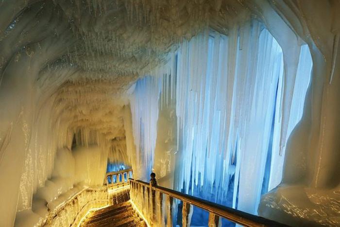 """Imagini de vis din """"Palatul de gheață"""" (Galerie foto&video)"""