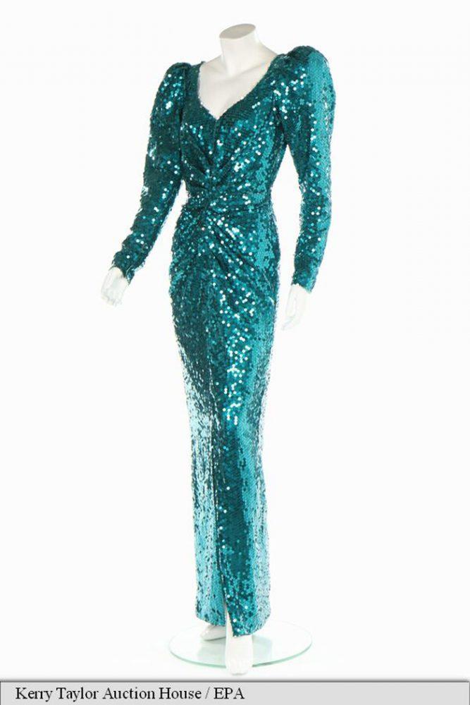 O rochie de seară purtată de Lady Diana, vândută cu 136.000 de dolari
