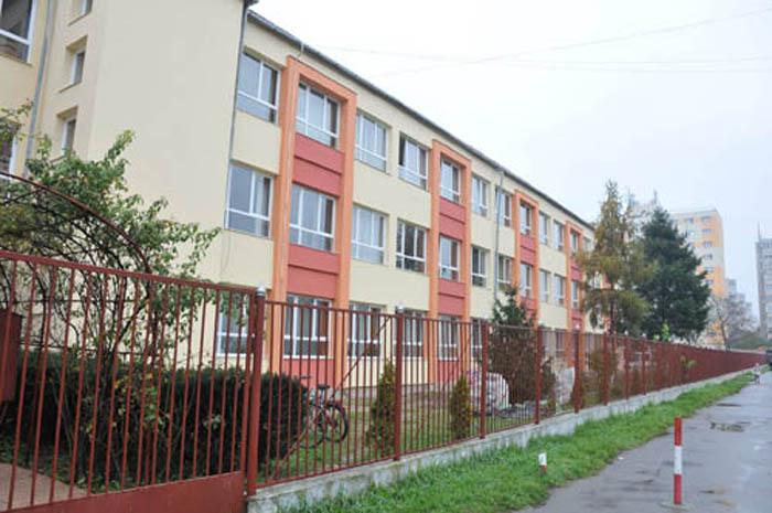 """Școala """"Bălcescu-Petofi"""" a fost reabilitată"""
