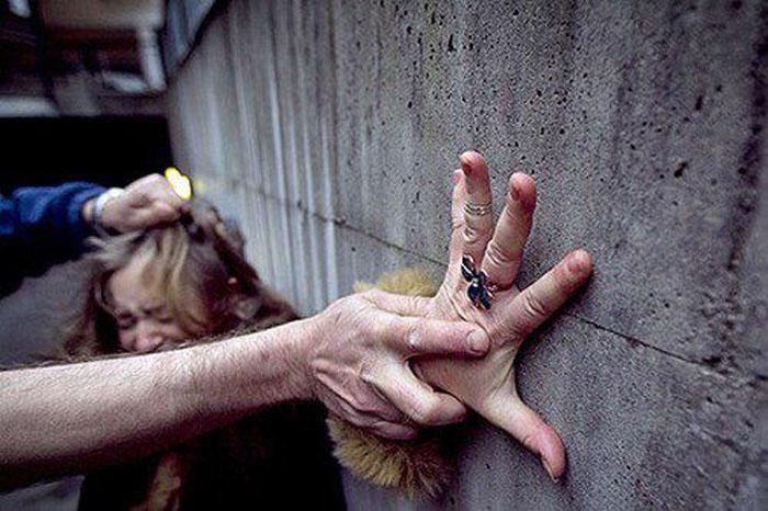 Tânără bătută și tâlhărită pe o stradă din Carei