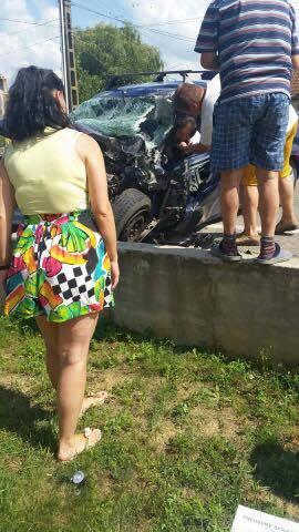 Accident cu trei răniți în localitatea Doba (Galerie foto)