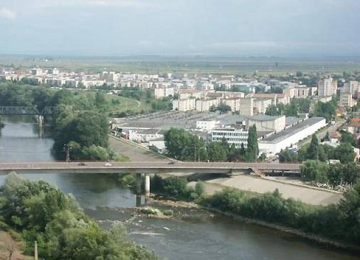 Circulație restricționată, începând de luni, pe Podul Decebal