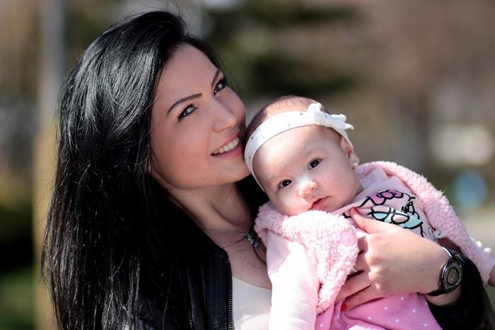 """Seri Pozitive: """"A fi mamă între așteptări și realitate"""""""