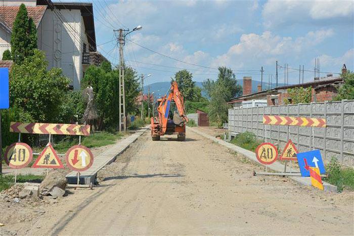 Lucrări de modernizare pe străzile Arenei și Borcutului din Negrești-Oaș (Foto)