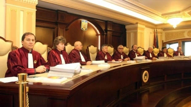 Curtea Constituțională: Aleşii locali condamnaţi cu suspendare îşi pierd mandatul