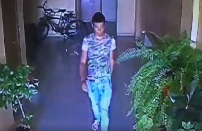Tânăr filmat în timp ce fura o bicicletă (Video)