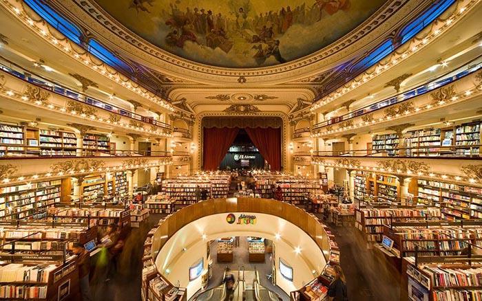 Teatru vechi de 100 de ani, transformat în librărie (Foto&video)