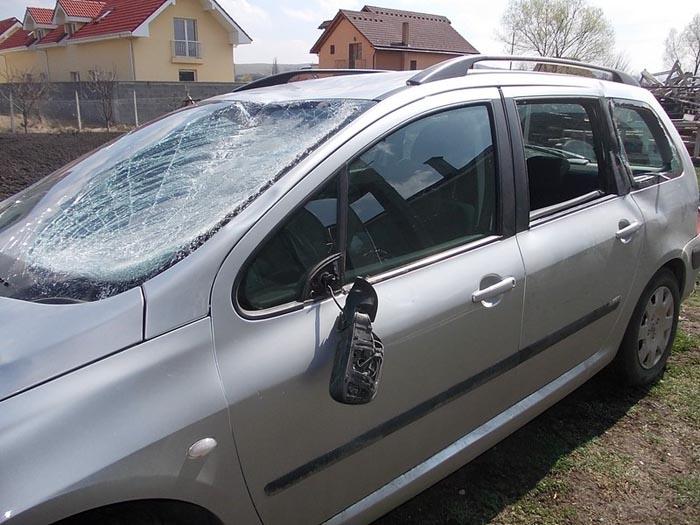 Mașină furată din Huta Certeze, distrusă și abandonată în Moișeni