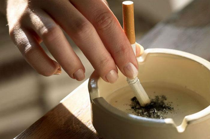 Cum să elimini mirosul de țigară din casă