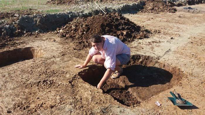 Cimitir vechi de 7.000 de ani descoperit la Moftinu Mare (Galerie foto)