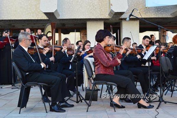Concert în aer liber susținut de simfonicul sătmărean