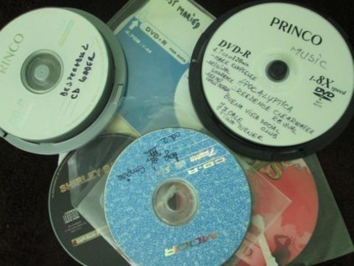DVD-uri contrafăcute, confiscate de jandarmi