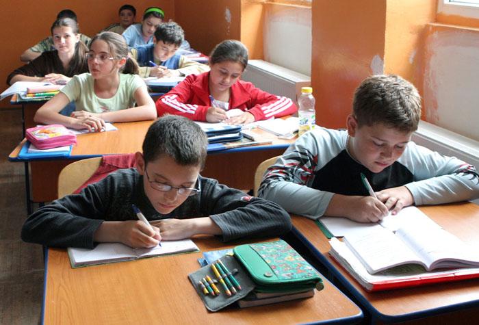 Vezi stadiul contractării şi difuzării manualelor pentru elevii claselor a IV-a