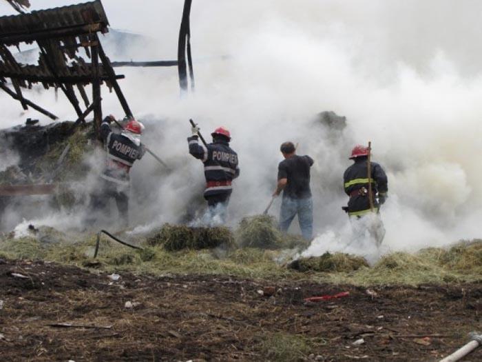 Grajd distrus într-un incendiu