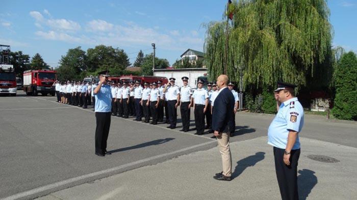 Peste 40 de pompieri au fost avansați în grad