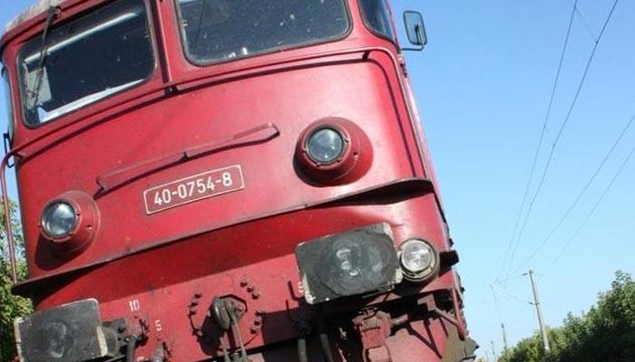 Tânăr lovit de tren
