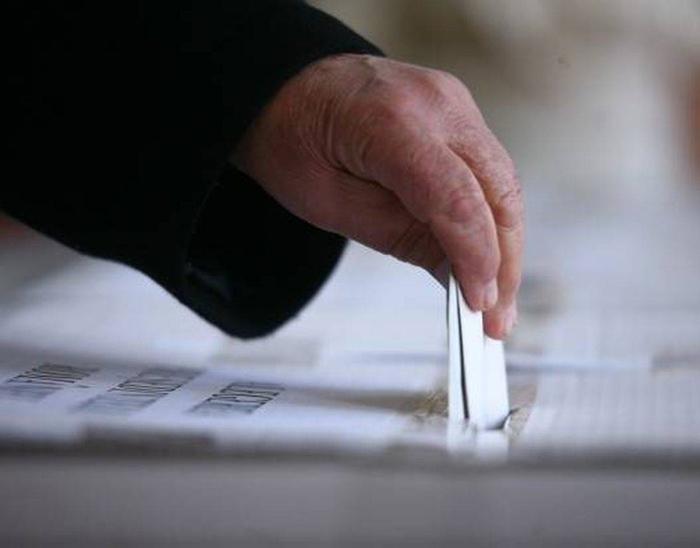 Exit poll: PSD și PNL sunt aproape la egalitate