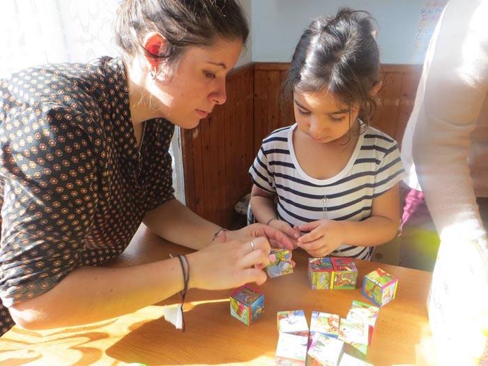 O tânără din Franța, sprijină copiii săraci din Satu Mare