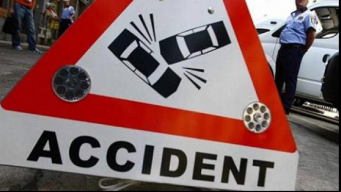 Trei mașini distruse într-un accident. Vezi detalii