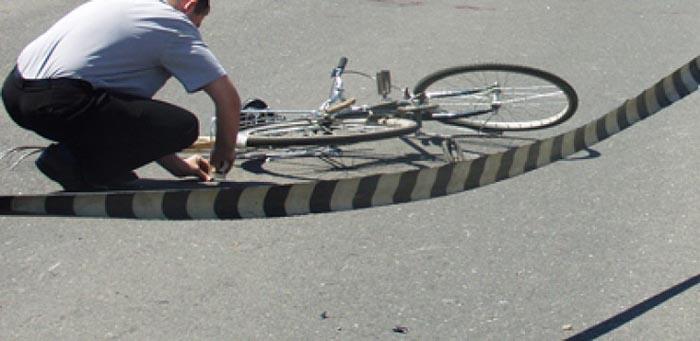 Biciclistă lovită de o mașină