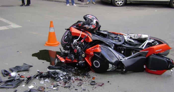 Motociclist accidentat grav în Săcășeni