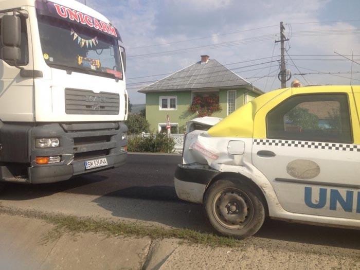 TIR de la Unicarm, implicat într-un accident(Foto)