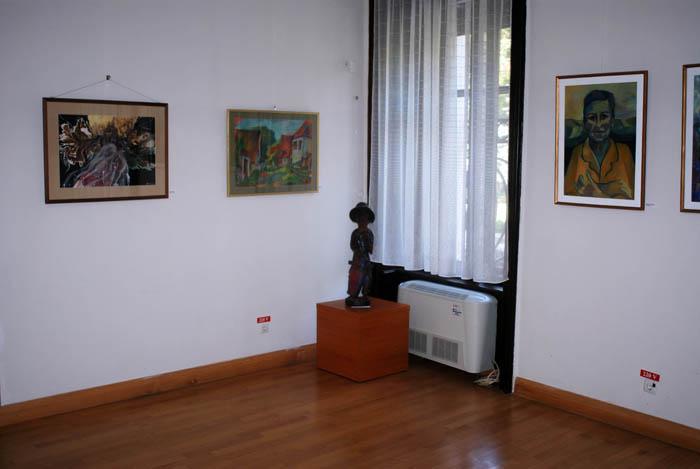 Expoziție de pictură, fotografie și sculptură la Castelul Karolyi