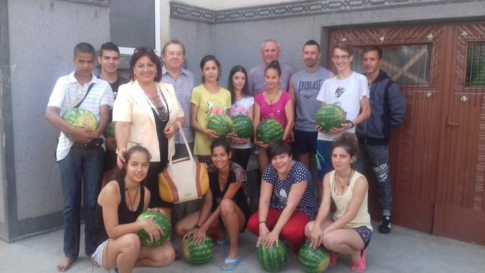 Doi fermieri le-au donat lebeniță copiilor nevoiași